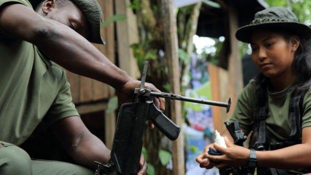 Guerrilleros de las FARC en un campamento de desmovilización.