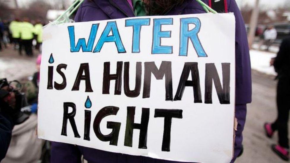 """Cartel que dice """"El agua es un derecho humano"""""""