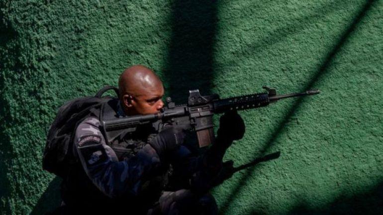 Policía militarizada en una operación en Río de Janeiro.