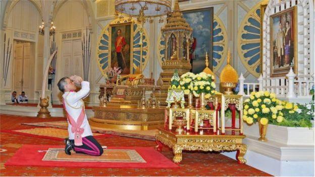 Thái tử Vajiralongkorn trong nghi lễ lên ngôi