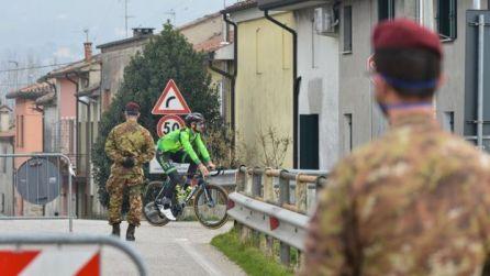Povoados na Itália foram submetidos a quarentenas estritas, com uso de forças de segurança para garantir medidas