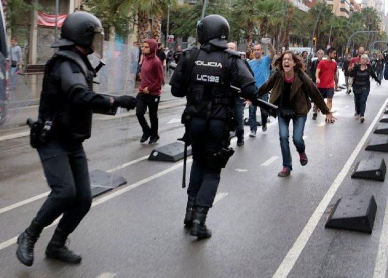 پلیس ضد شورش در بارسلونا