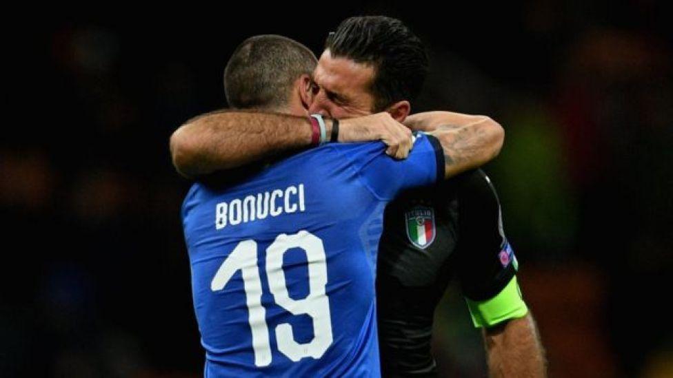 Bonucci y Buffon se abrazan