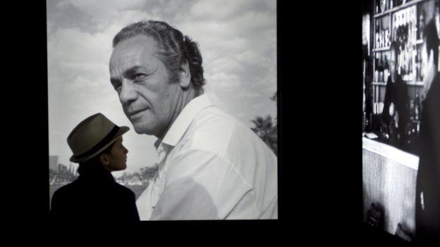 Detalle de una exhibición fotográfica sobre Nicanor Parra