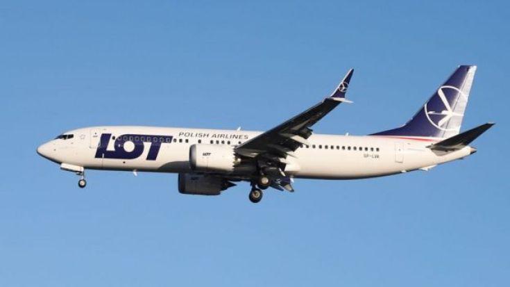 Un Boeing 737 MAX 8 de la aerolínea polaca LOT.