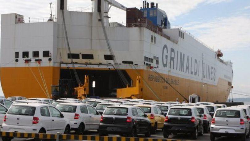 Veículos brasileiros sendo exportados em 2016