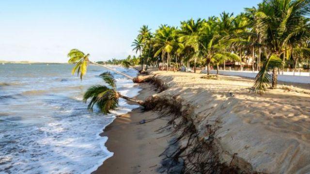 Praia erodida em Natal, no Rio Grande do Norte