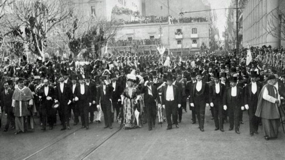 La Infanta de España desfila por Buenos Aires.