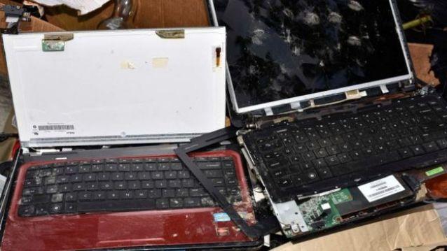 Produtos eletrônicos no lixo