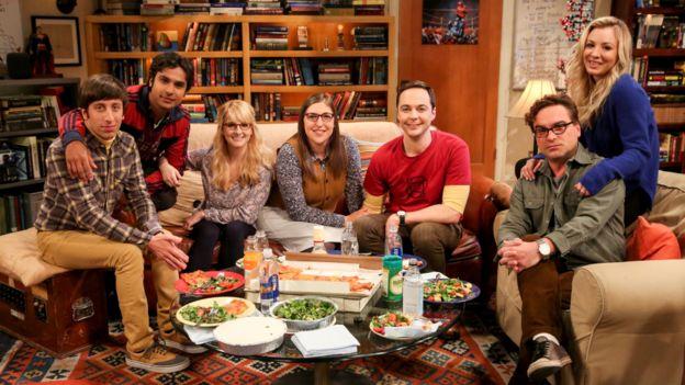 Elenco de The Big Bang Theory en el plató