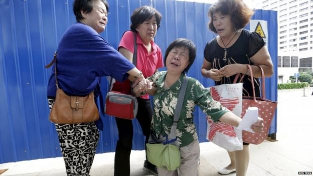 Passengers' relative Bao Lanfang collapses in Beijing (6 Aug 2015)