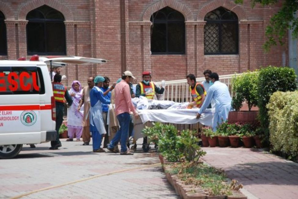 Fire victims are brought to Nishtar hospital in Multan, Pakistan, 25 June