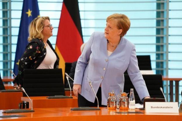 Almanya Çevre Bakanı Svenja Schulze ve Almanya Başbakanı Angela Merkel