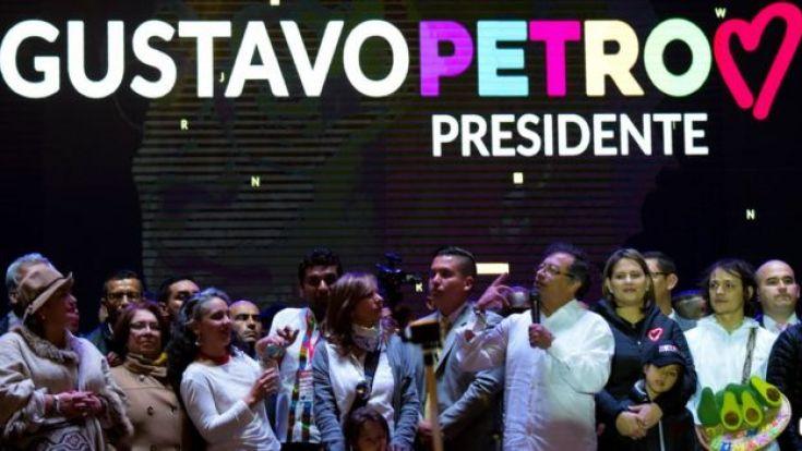 Gustavo Petro en un acto con sus colaboradores.