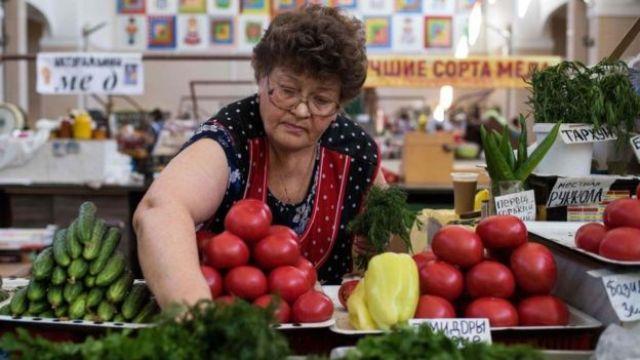 Mercado de verduras en Volgogrado, Rusia