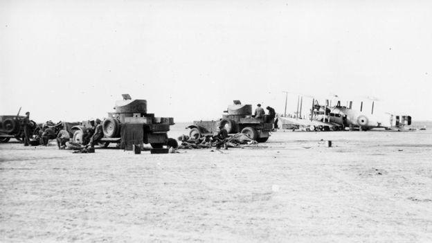 1922'de Irak'taki ngiliz zırhlı araçları ve savaş uçakları