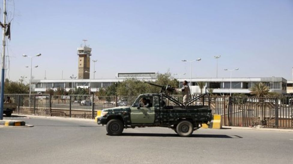 Houthi security forces guard a street leading to Sanaa International Airport in Sanaa, Yemen (31 January 2019)