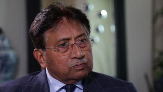 Pervez Musharraf niega haber amenazado a Bhutto en una llamada telefónica.