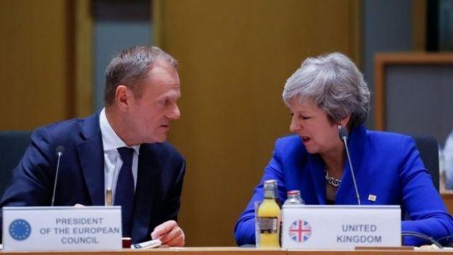 donald Tusk e Theresa May