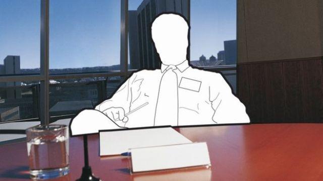 Ilustração sobre foto mostra contorno de homem engravatado sentado à mesa dentro de um escritório