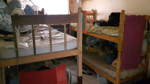 Condições de habitação de trabalhadores em obra de condomínio em Jacarepaguá, no Rio