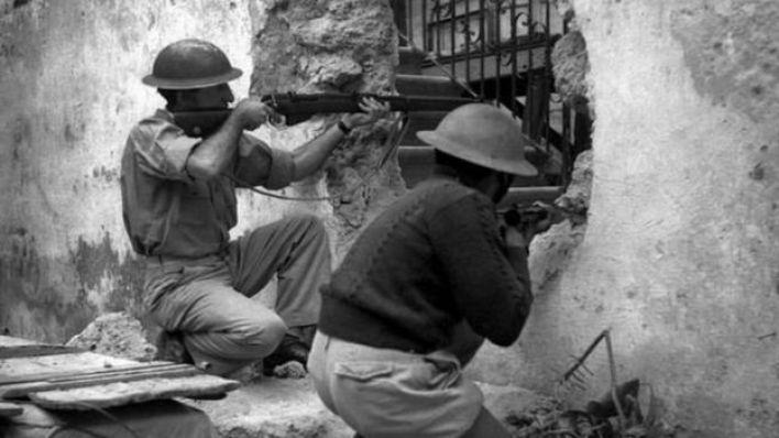 مسلحون يهود يطلقون النار على العرب عام 1947