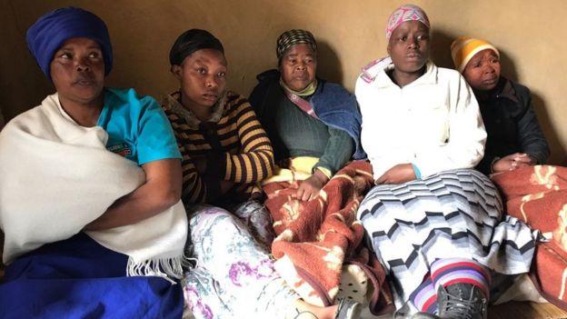 La famille d'une jeune femme qui a disparu et dont le corps a été trouvé décapité et démembré.