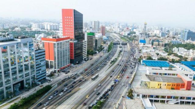 Avenida em Lima