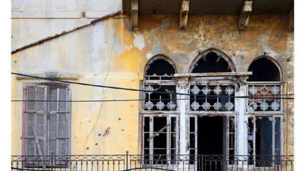 قبل الانفجار، كانت بعض الأبنية التراثية مهجورة وخلفت الحرب الأهلية آثارها على واجهاتها، وكادت تتحول إلى أنقاض