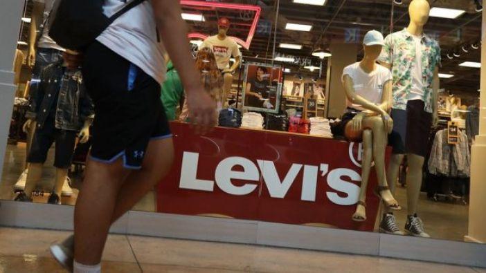 Tienda con jeans Levi's