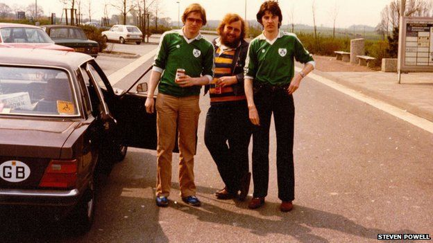 Steven Powell (centre) with brothers Joe (left) and Maurice (right) Mulcahy