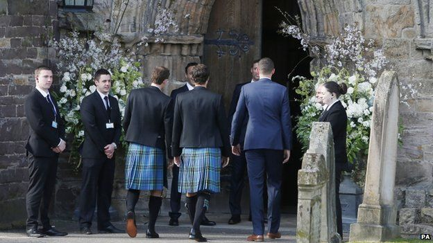 Andy and Jamie Murray go into the cathedral