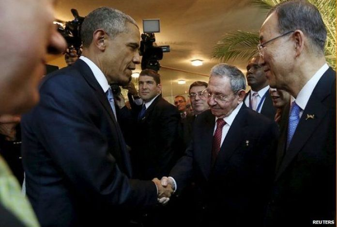 US President Barack Obama (left) and his Cuban counterpart Raul Castro shake hands as UN Secretary General Ban Ki-moon (right) looks on
