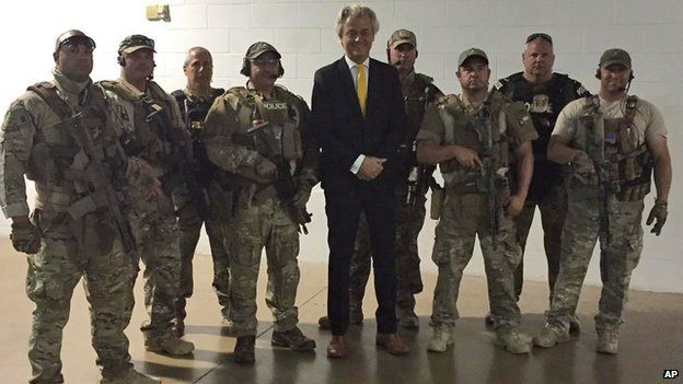 Geert Wilders with police at Garland, Texas, on 4 May 2015