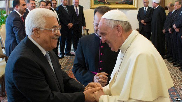 Pope Francis calls Palestinians' Abbas 'angel of peace' - BBC News