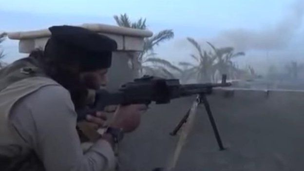 Islamic State fighter fires machine-gun at Iraqi government forces in eastern Ramadi