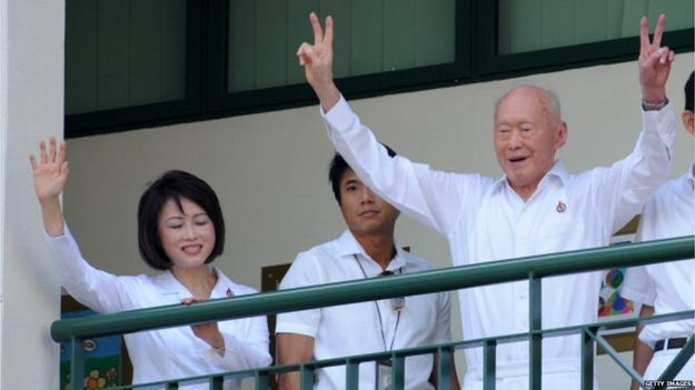 Singapore Minister mentor Lee Kuan Yew gives the victory sign to his supporters upon arriving at the nomination centre to file his candidacy for Tanjong Pagar ahead of Singapore's May 7 general election (27 April 2011)