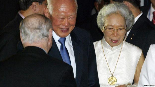 Lee Kuan Yew and Kwa Geok Choo at his 80th birthday (16 Sept 2003)