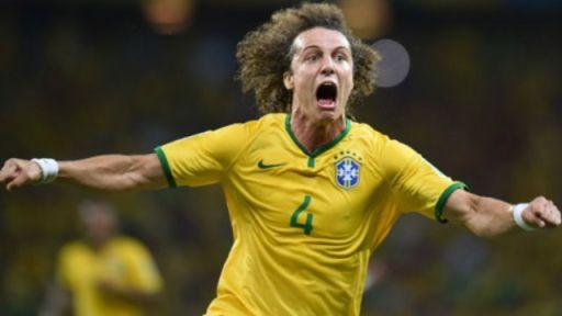 David Luiz oo u dabaaldegaya goolkii uu ka dhaliyay xulka Colombia