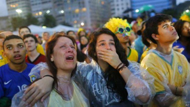 Taageerayaal reer Brazil ah oo ka qaracmay guuldarrada loo saariyay dhabarka