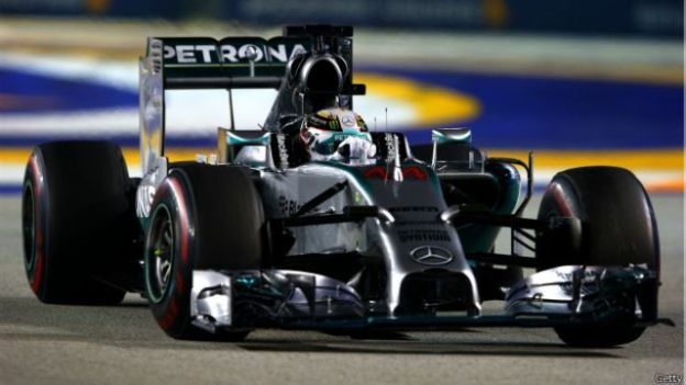 Hamilton tak terbendung sejak melesat dari posisi awal.