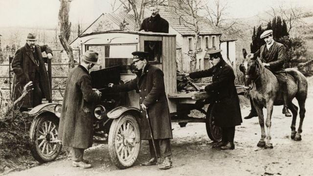 Some vehicles entering the Irish Free State are subject to customs inspection by the Irish side. Scholars believe that this is the first time that ordinary people have truly felt the existence of this border.
