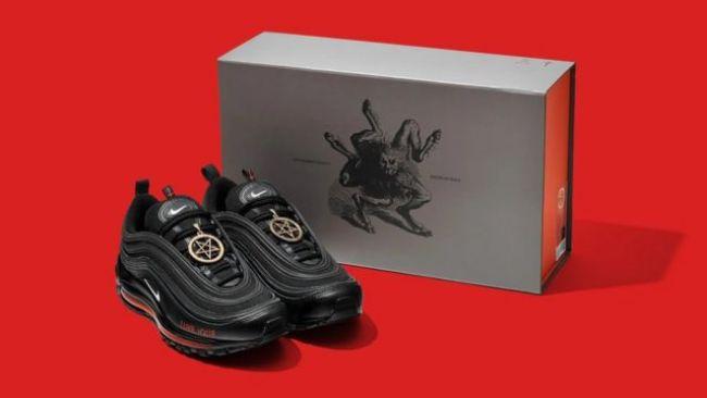 Les chaussures Satan de Lil Nas X et MSCHF ont été vendues en moins d'une minute lundi.