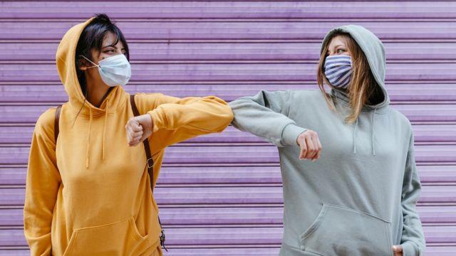 Жінки в масках