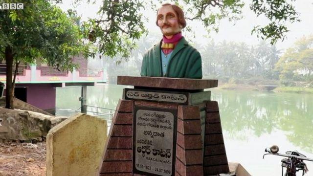 సర్ ఆర్థర్ కాటన్ విగ్రహం