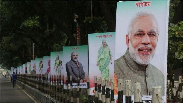 ২০১৫ সালে ঢাকায় ভারতের প্রধানমন্ত্রী মোদীকে স্বাগত জানানোর আয়োজন ছিল ব্যাপক