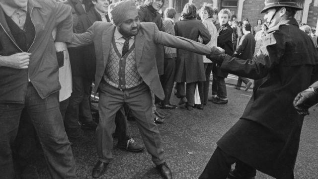 برطانیہ میں نسلی امتیاز کے خلاف مظاہرے
