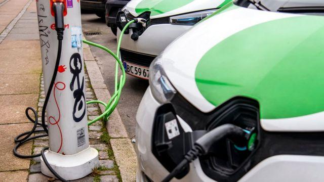 Мегаполіси по всьому світу розбудовують мережі заправок для електрокарів