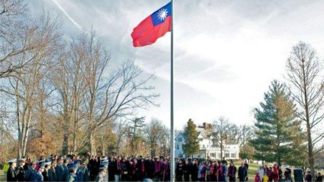 2015年元旦台湾在其驻华盛顿机构范围内举行升旗礼