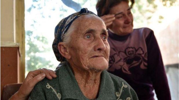 سيدة فارة من القتال بين اذربيجان و ارمينيا
